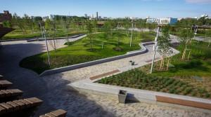 На бывшей территории завода «ЗИЛ» раскинулся парк с «голубой лагуной»...