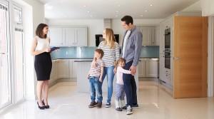 Полезные советы: как защитить свою квартиру от мошенников?
