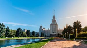 Какие комплексы находятся рядом с самыми престижными школами Москвы?